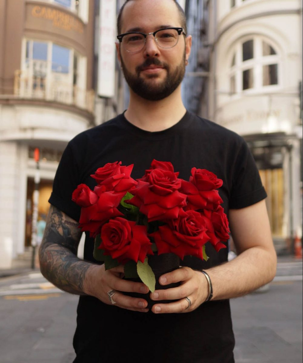1doz red inverted® roses